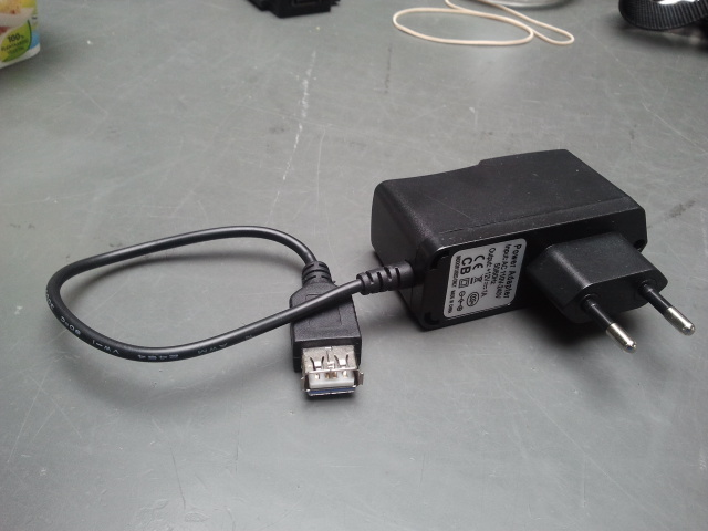 http://www.uploadarchief.net/files/download/12v%20usb%20adapter%20veraf.jpg