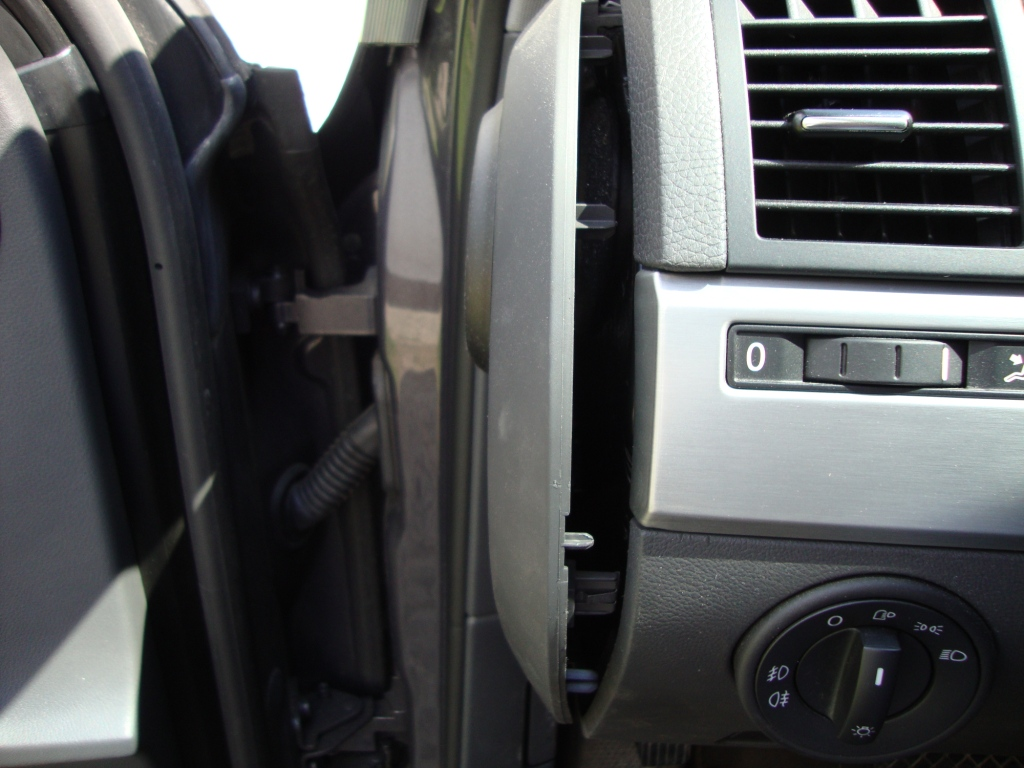 Diy Touareg Dashboard Illumination Color Change Club Forums Wooden Panel You Have To Pop The Side Off Te Release Left Wood Trim Plate